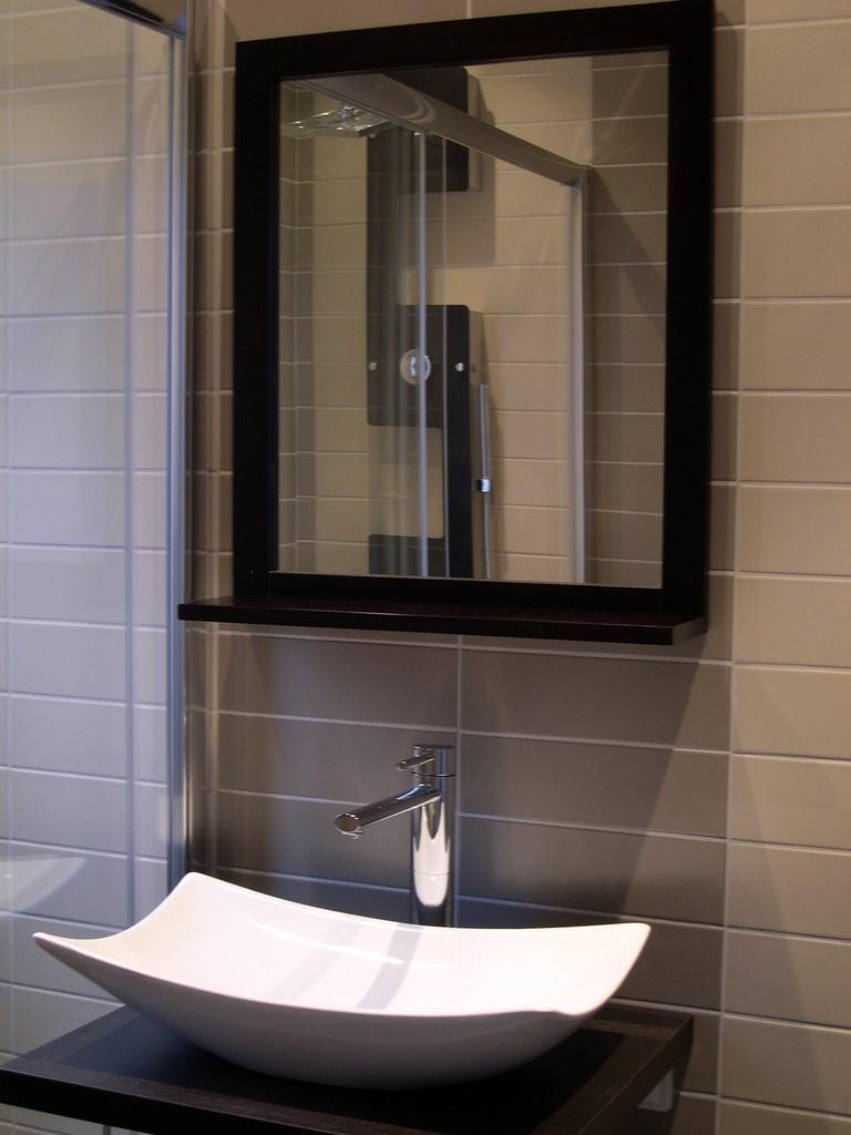 renovel salle de bain bois colombes espace vasque supendu. Black Bedroom Furniture Sets. Home Design Ideas
